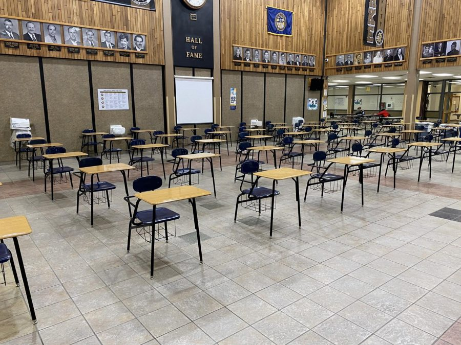 Desks+were+placed+6+feet+apart+in+the+cafeteria+so+students+can+social+distance.+Photo+by+Darren+Rasmussen.
